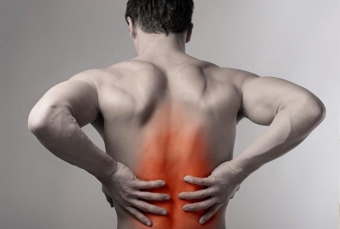 Đau lưng không cúi được nguyên nhân do đâu và cách chữa trị với ghế massage Okasa
