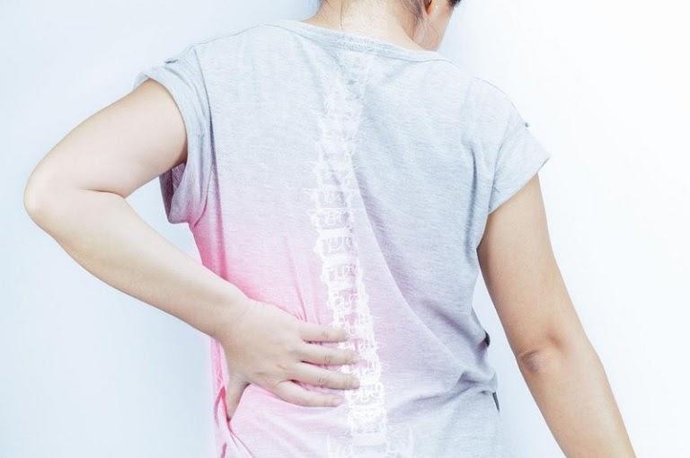 Đau nhói bên hông trái sau lưng là dấu hiệu của bệnh gì và cách điều trị với ghế massage