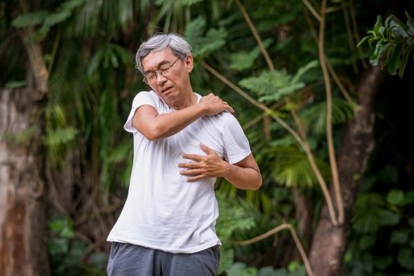 Đau nhức xương khớp ở người già do đâu và cách điều trị