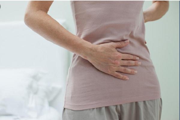 Đau vùng thượng vị lan ra sau lưng là dấu hiệu của bệnh gì và cách điều trị tại nhà với ghế massage