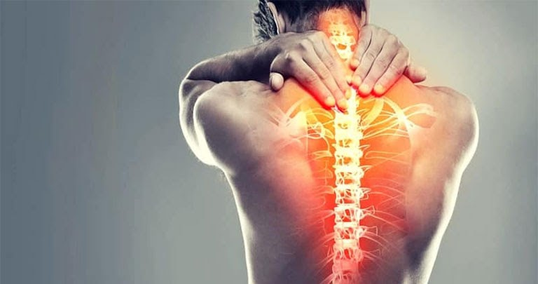 Đau vùng lưng sau phổi có nguy hiểm không và cách điều trị cùng ghế massage