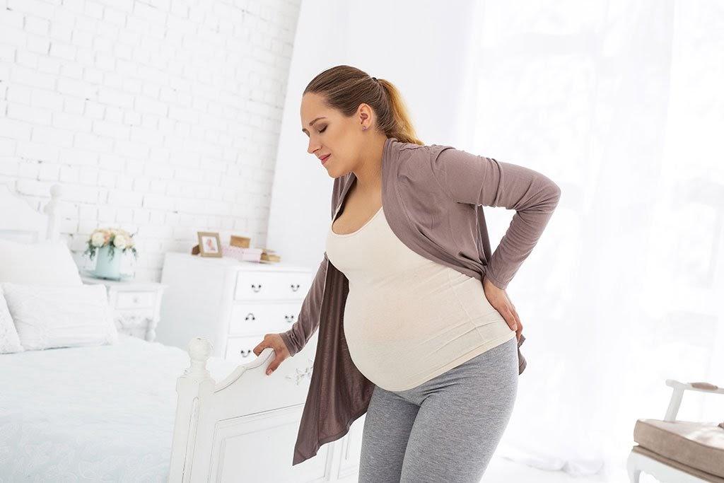 Bà bầu đau lưng bên trái mạng sườn và cách khắc phục