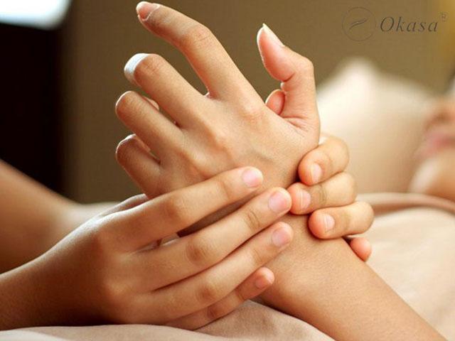 Cách massage bấm huyệt giảm đau tay