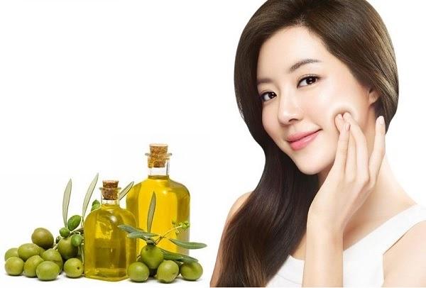 Cách mát xa da mặt bằng dầu oliu