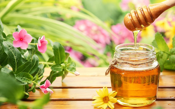 Mát xa da mặt bằng mật ong như nào mới đúng cách