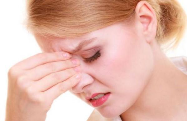 Hiện tượng đau đầu nhức hốc mắt là triệu chứng của bệnh gì?