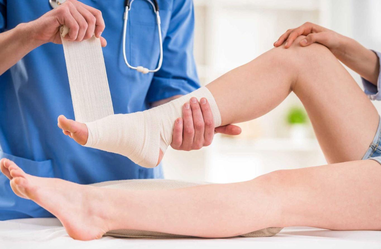 Thoái hóa khớp cổ chân: Cách phòng ngừa và điều trị
