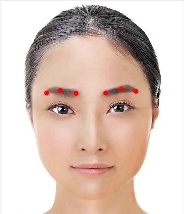 Cách mát xa giảm nếp nhăn vùng mắt của người Nhật