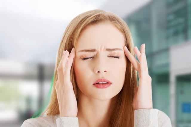 Nhức đầu thường xuyên là triệu chứng của bệnh gì?