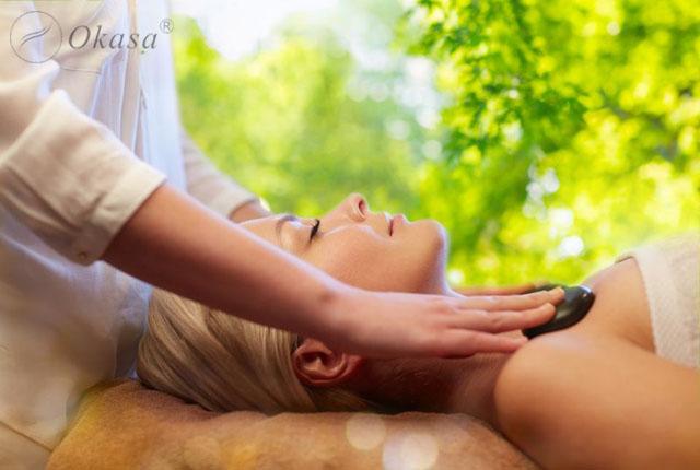Những lợi ích và bất cập của massage đá nóng
