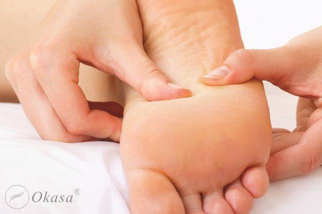 Phân biệt giữa bấm huyệt và xoa bóp chân