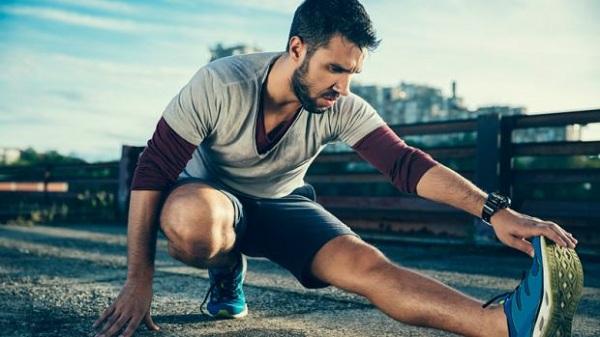 Đau cơ bắp chân khi chơi thể thao phải làm sao?