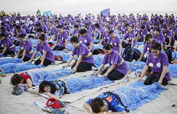 Kỉ lục thế giới 1000 người massage