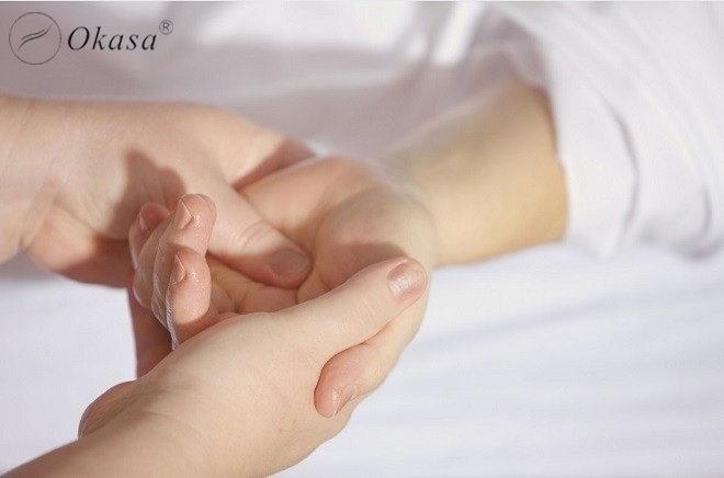 7 vị trí nên massage để giúp bé giảm tình trạng khó tiêu, đầy hơi