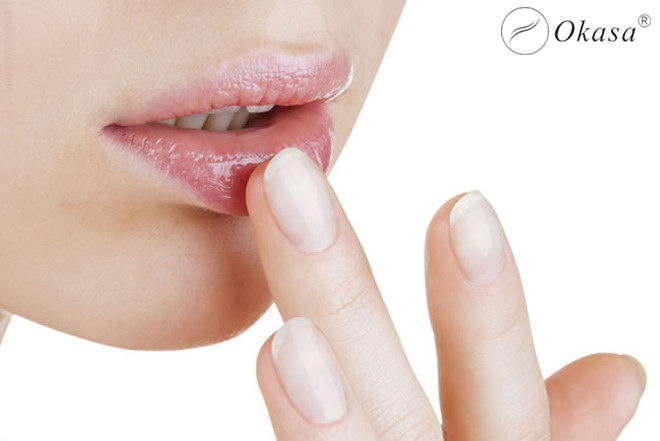 Bí quyết massage môi với chanh và mật ong