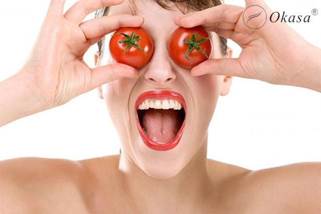 Bí quyết massage trẻ hóa làn da với cà chua