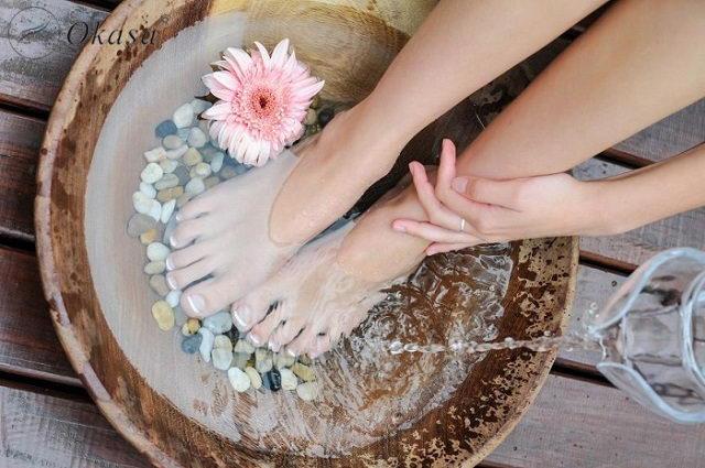 Liệu pháp massage - ngâm chân vào nước lạnh giúp tăng cường hệ miễn dịch
