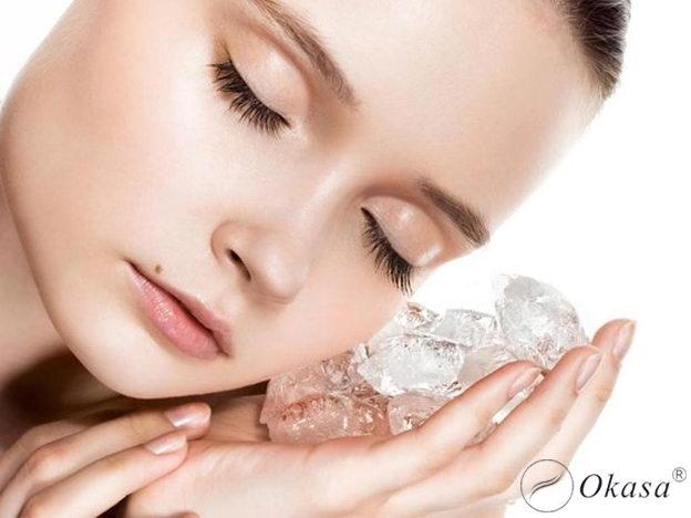 Massage mặt bằng đá lạnh và tinh dầu: Bí quyết làm đẹp cho phụ nữ trung niên