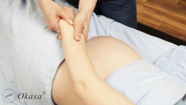 Nên hay không massage khi mang bầu