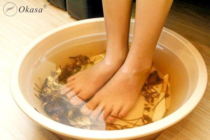 Ngủ ngon với liệu pháp massage kết hợp ngâm chân trong nước nóng