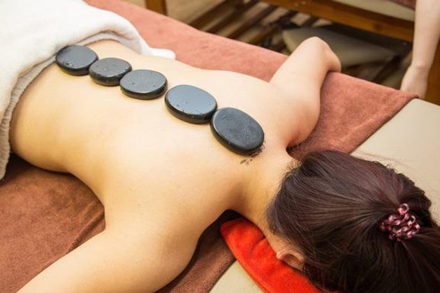 Phương pháp massage bằng đá nóng có lợi cho sức khỏe