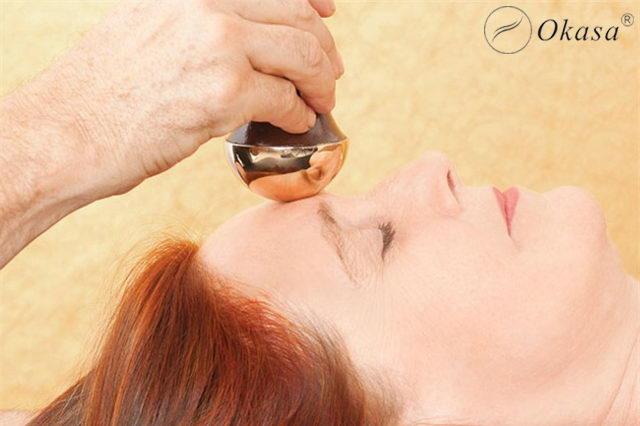 Phương pháp massage mặt Kansa, bí quyết làm đẹp của phụ nữ Ấn