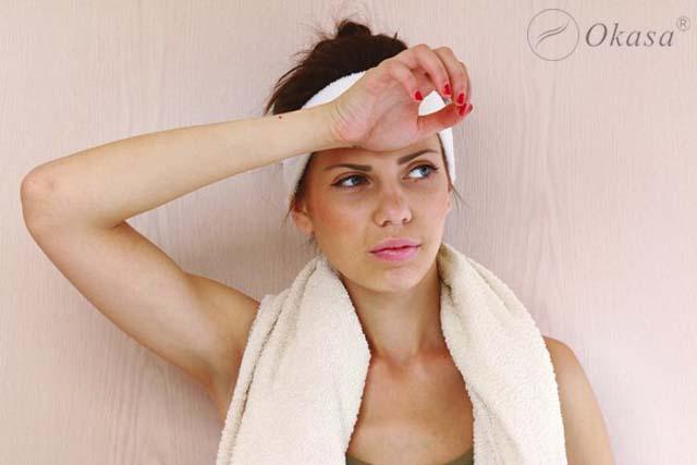 Triệu chứng và nguyên nhân gây ra tình trạng tăng tiết mồ hôi