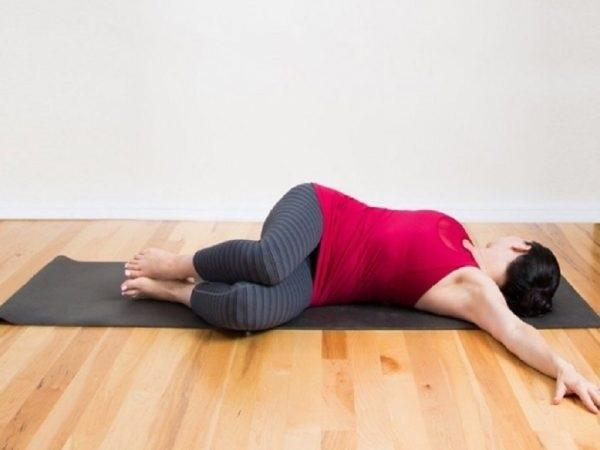 Thể dục chữa đau lưng và ghế massage lưng cái nào tốt hơn?