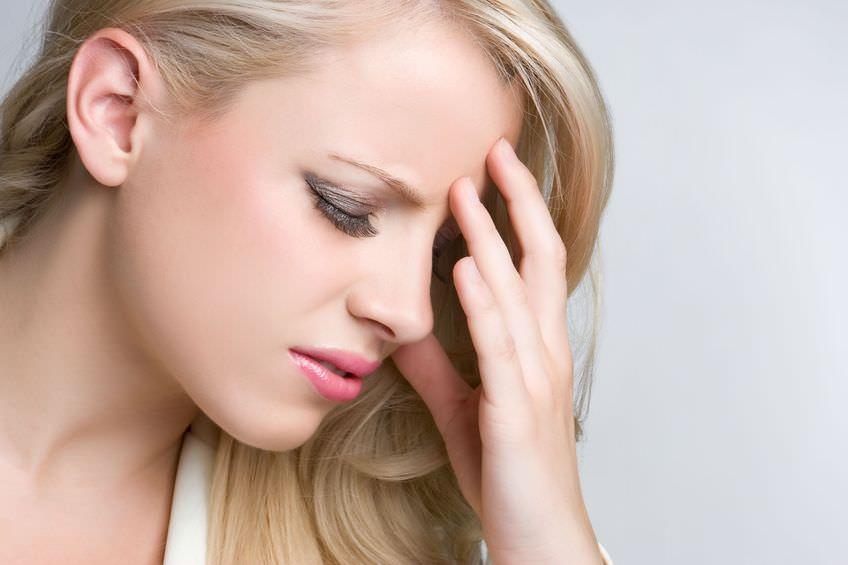 Thường xuyên đau đầu là triệu chứng của bệnh gì?